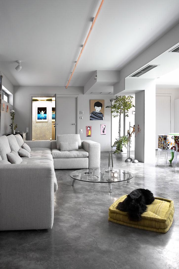 Amazing Interior Design: A Unique Garage Transformation