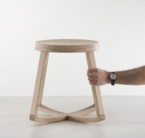 Simple, practical and sophisticated monarchy stool