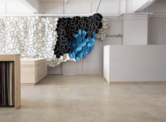 showroom-black-blue