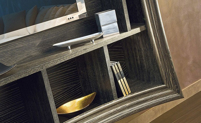 Artistic and Luxury Frames wood detail