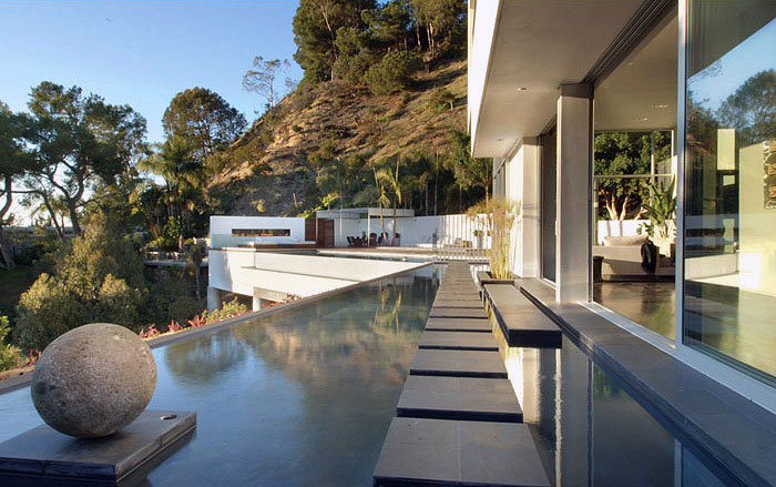 The Hollywood Dream House pool house view