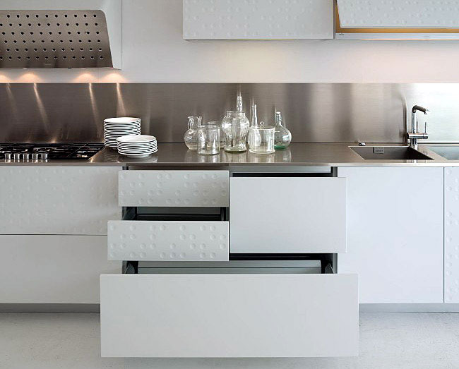 Functional and Modern Kitchen by Schiffini  modern kitchen with original finish