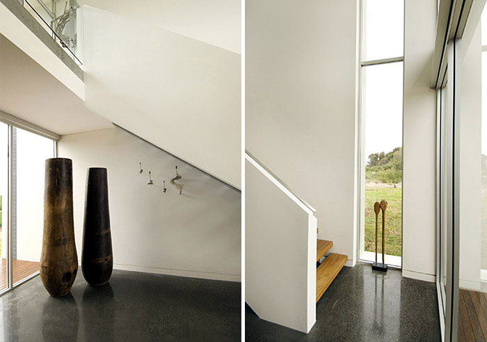 Beach House by Villa & Villa Architects corridor staircase