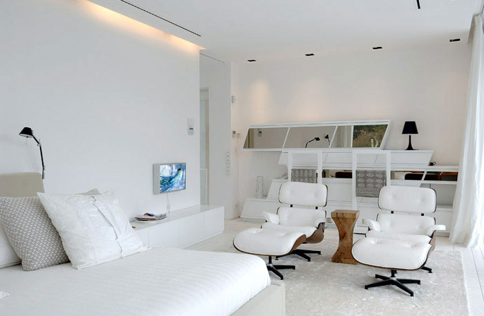 Stylish Sotogrande House beutiful white bedroom