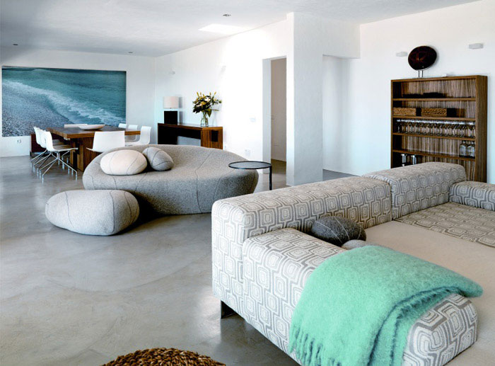 Modern deserted beach house interiorzine for Beach cottage interior designs