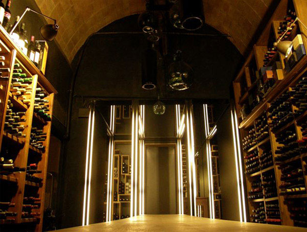 Restaurant with a friendly atmosphere  interior decorating wine cellar1