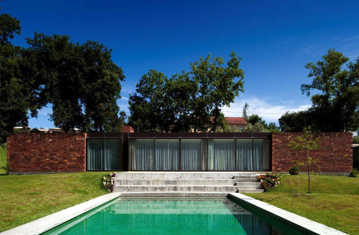 House With a Symmetrical Plane stylish house pool