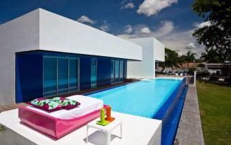 colombian-contemporary-house-pool