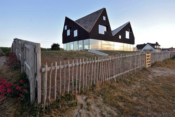 A levitating house levitating house