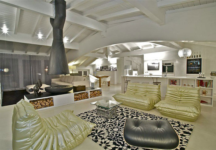Amazing Penthouse italian penthouse living area design