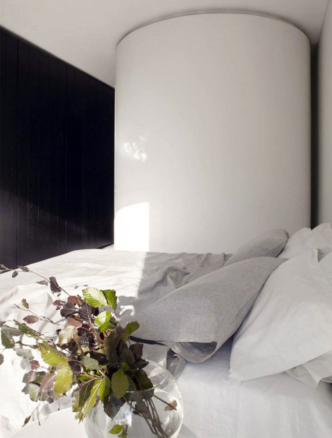 Finding The Perfect Blinds For Your Bedroom  bedroom interior blinds