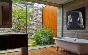bathroom-open-private-exterior-garden