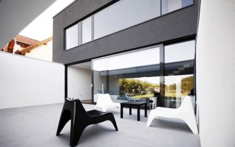 dark-box-house-black-white-area