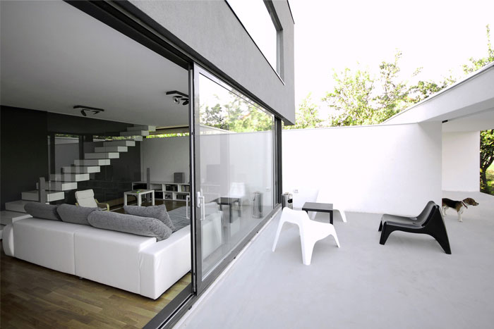 Black on White  dark box house outdoor