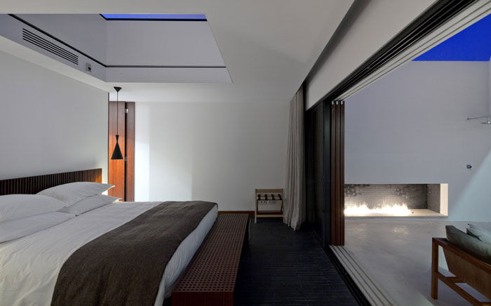 room-decor-shades-brown-black