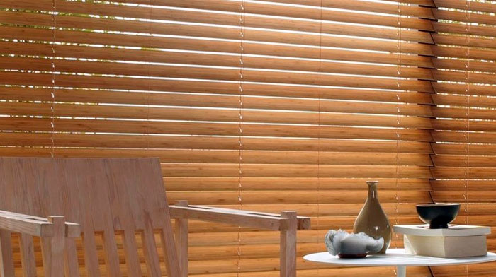 wooden-venetian-blinds-living-room-