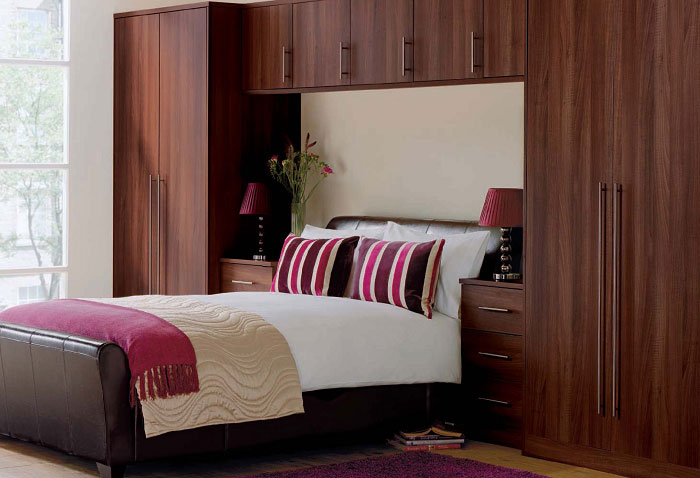 Simple wardrobe designs for small bedroom native home for Fitted bedroom ideas for small rooms