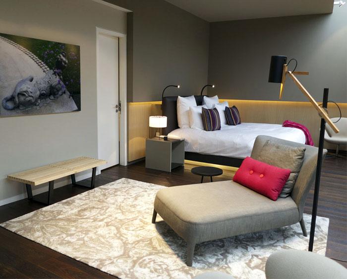 Contemporary hotel whit minimalist design interiorzine for Minimalist hotel
