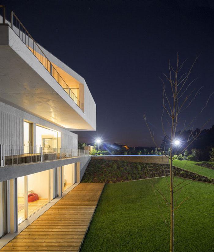 house-three-different-concrete-colors