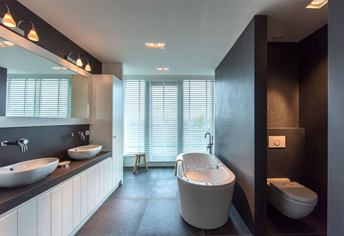 sky-box-apartment-bathroom