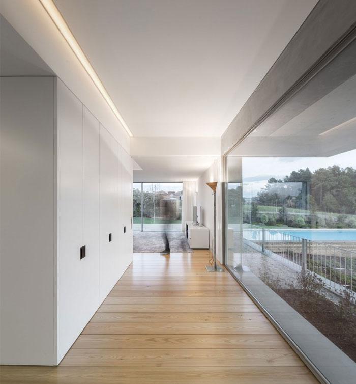 white-color-walls-carpentry