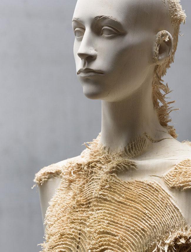 wood-figures-aron-demetz4