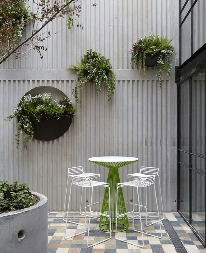 prahran-hotel-iner-garden