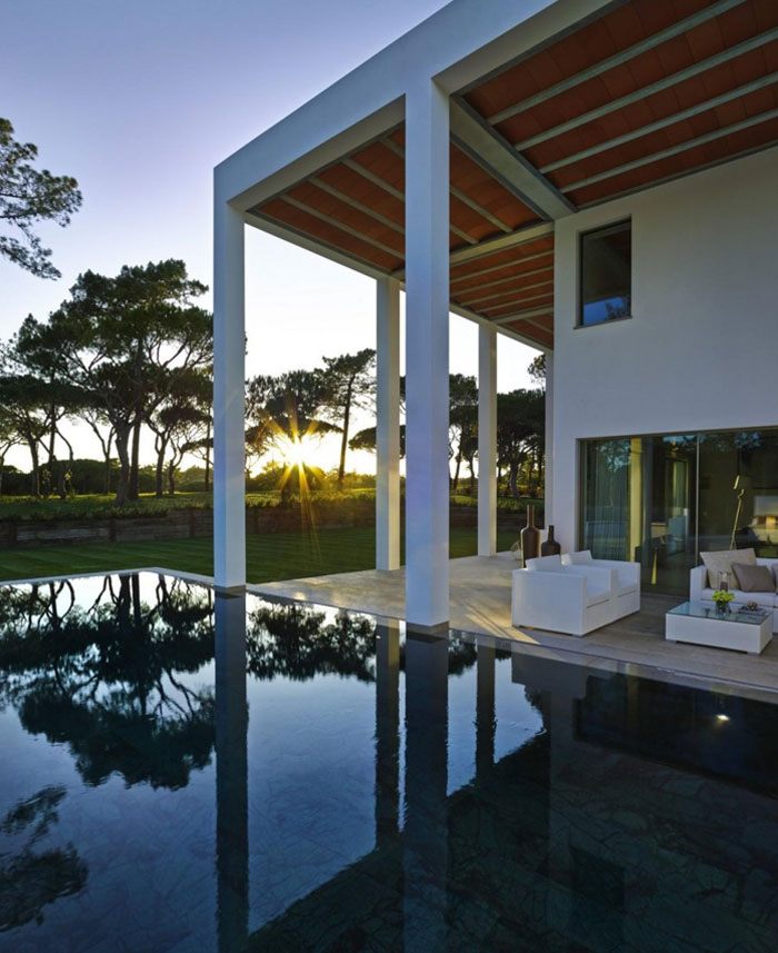 cubic-volumes-house-pool1