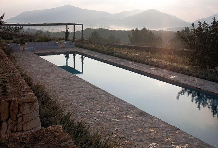 private-garden-pool-area4