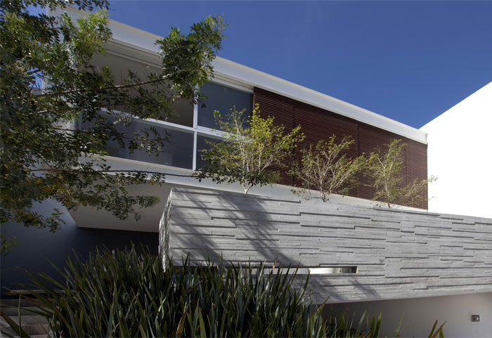 house-exposed-concrete-clad-wood6
