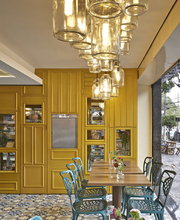 green-chairs-golden-cabinets