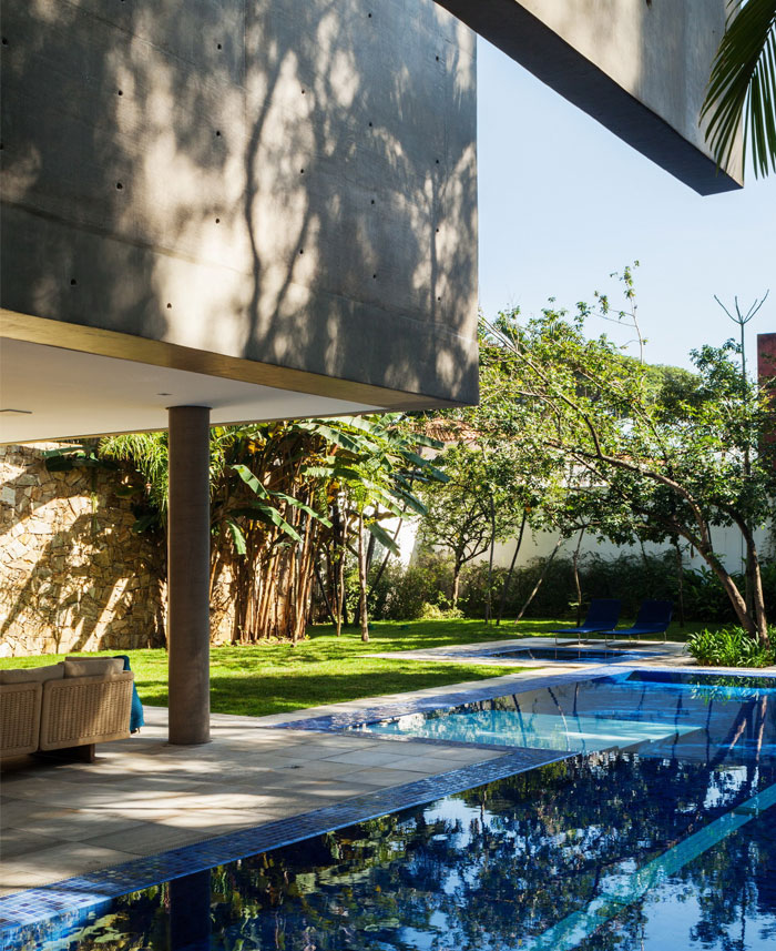 modern-brazilian-house-garden-pool