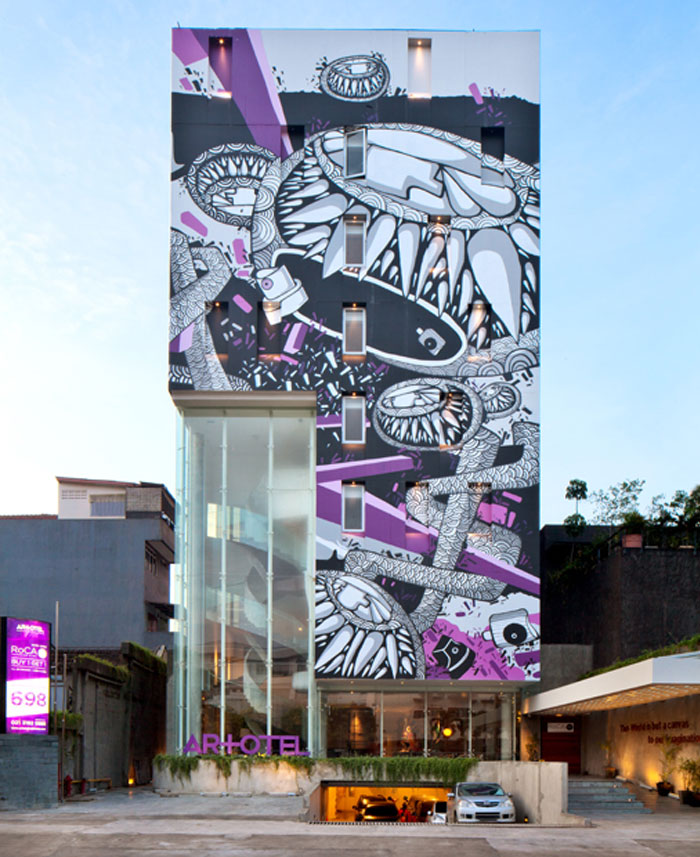 urban-boutique-hotel-giant-monster-mural