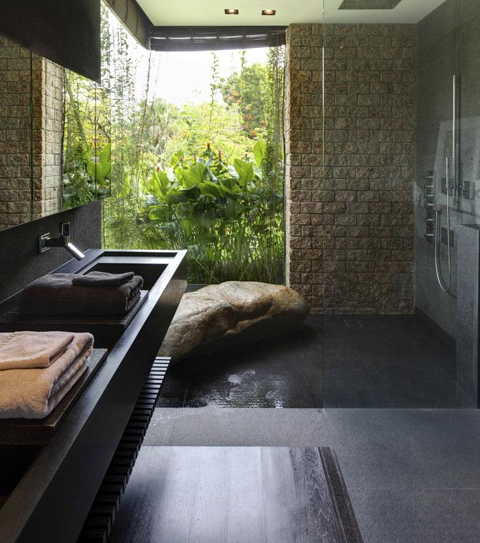 bathroom-opens-garden