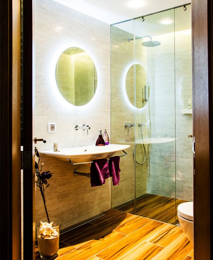 eclectic-contemporary-apartment-bathroom