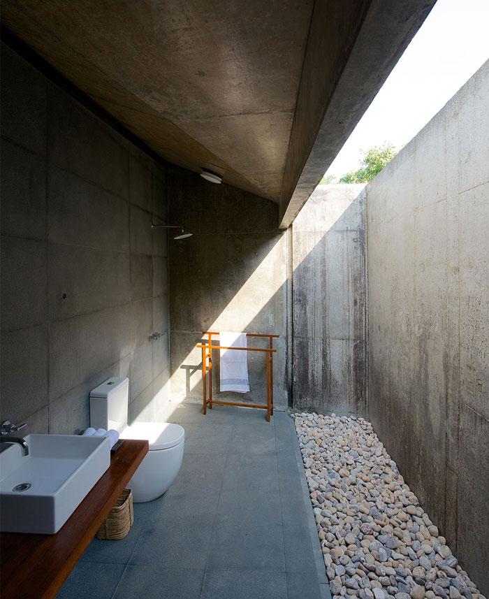 house-stream-bathroom