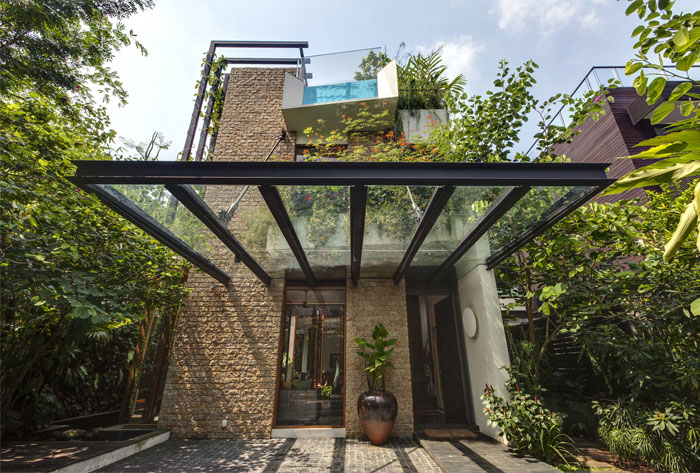 rich-plant-life-elegant-modern-villa