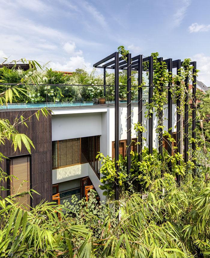 vertical-timber-trellises-facade