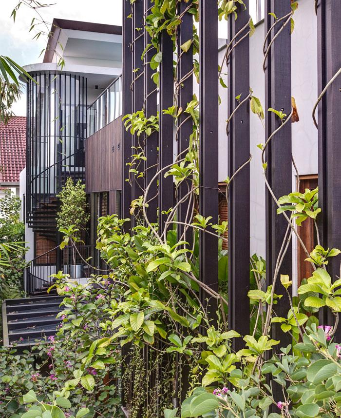 vertical-timber-trellises-villa-facade