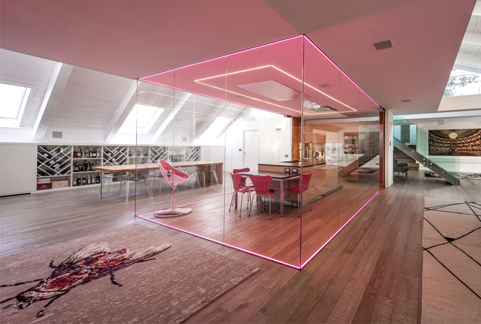 luxurious-top-apartment-computer-controlled-lighting