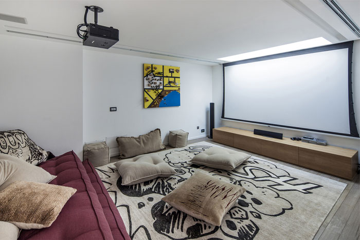 luxurious-top-apartment-famely-play-room