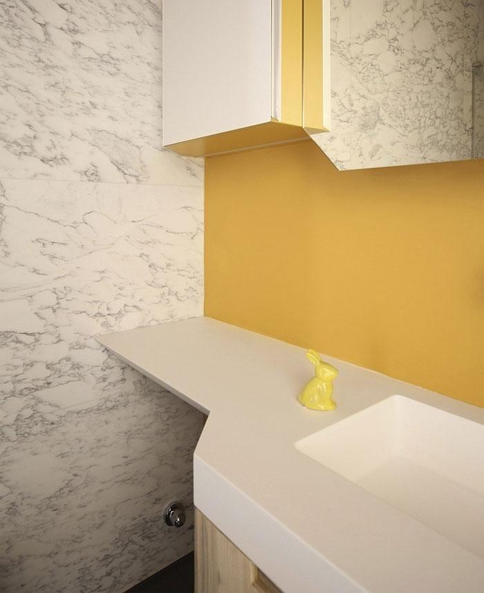 mezzanine-level-apartment-bathroom