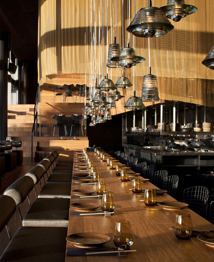 Nhà hàng trang trí nội thất ở Golden Color Scheme nhà hàng ánh sáng tom dixon trang trí
