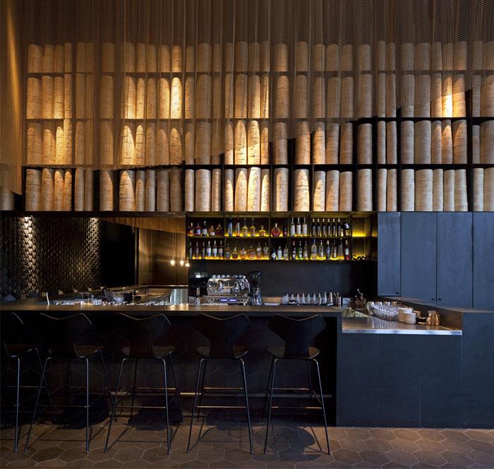 unique-restaurant-decor-gold
