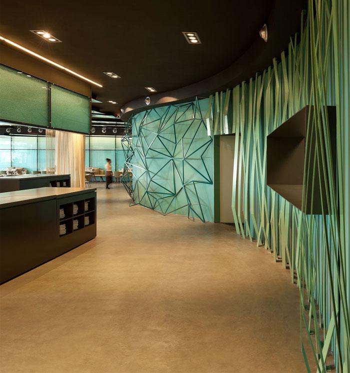 Gold and turquoise restaurant decor in barcelona for Hotel w barcelona restaurante