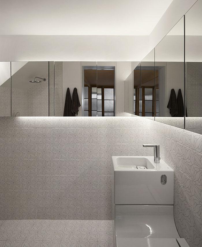 withe-tile-bathroom-1