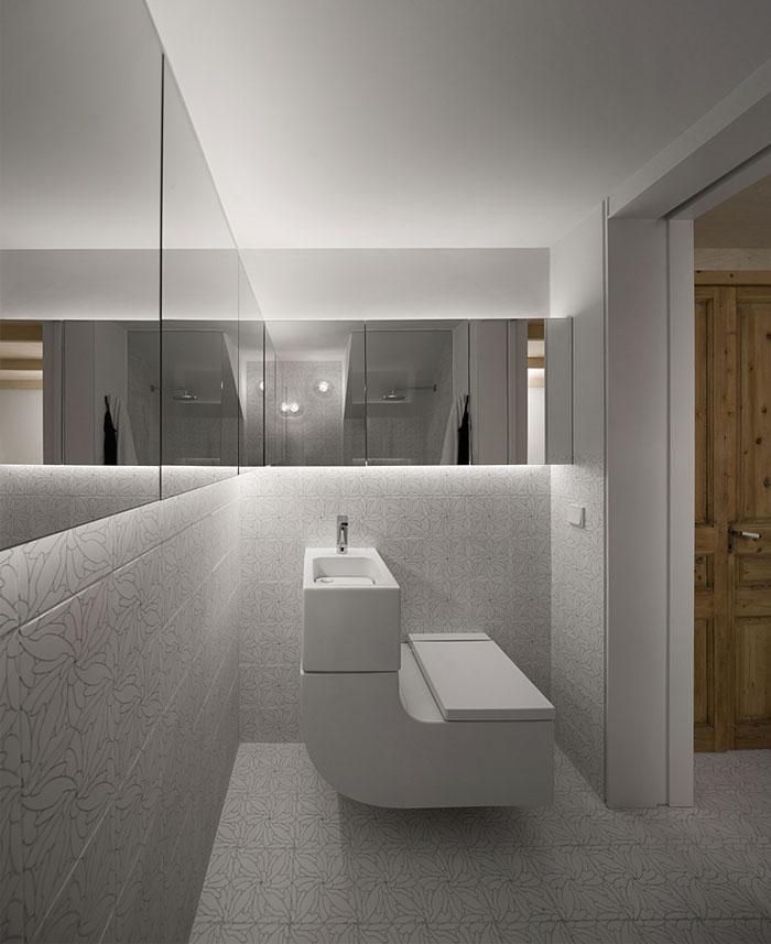withe-tile-bathroom