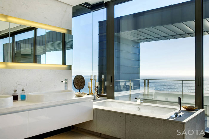 Amazing south africa luxury home with view of the atlantic for Modern bathrooms south africa