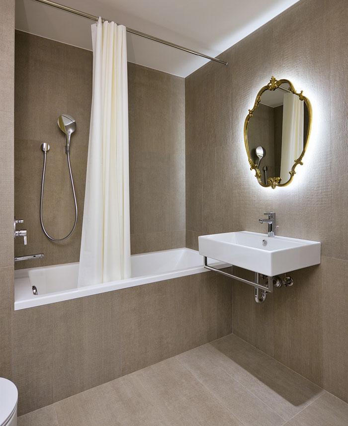 bathroom-tiles-resembling-concrete