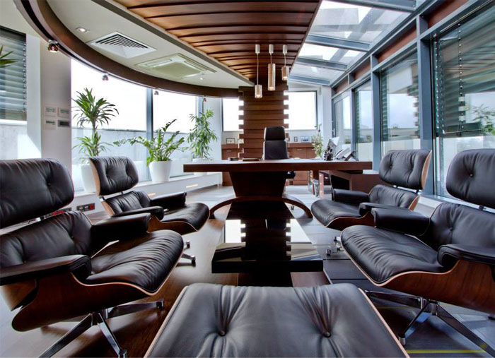 ceiling-oak-beam-carries-direct-lighting-solution